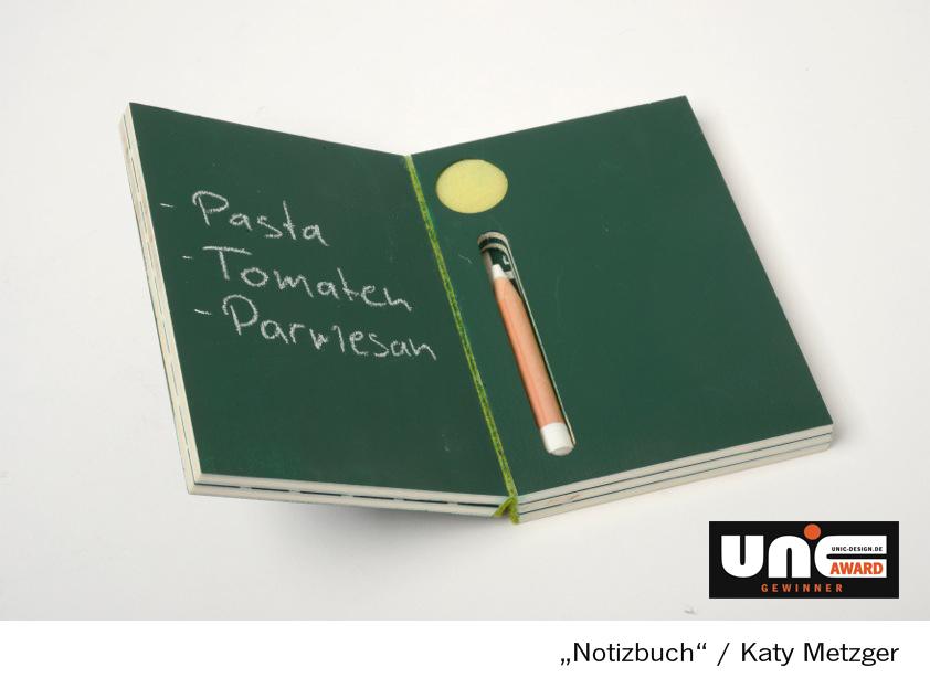 Ein Notizbuch aus Tafelmaterial mit Schwamm und Kreidestift